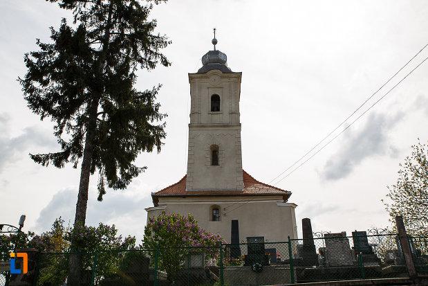 biserica-reformata-din-hunedoara-judetul-hunedoara-vazuta-din-fata.jpg