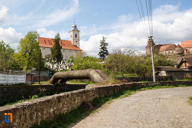biserica-reformata-din-hunedoara-judetul-hunedoara-vazuta-dinspre-castel.jpg
