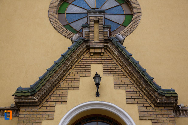 biserica-reformata-din-lugoj-judetul-timis-detalii-arhitecturale.jpg