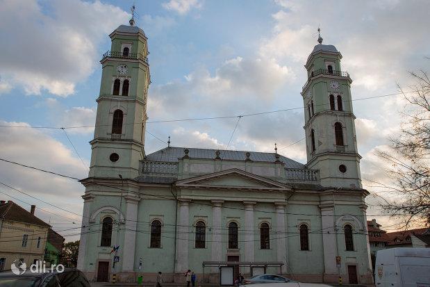 biserica-reformata-din-oradea-judetul-bihor.jpg