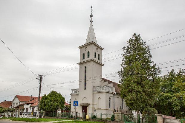 biserica-reformata-din-paulesti-judetul-satu-mare-vedere-laterala.jpg