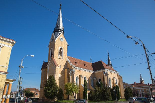 biserica-reformata-din-sighetu-marmatiei-judetul-maramures-vedere-laterala-2.jpg