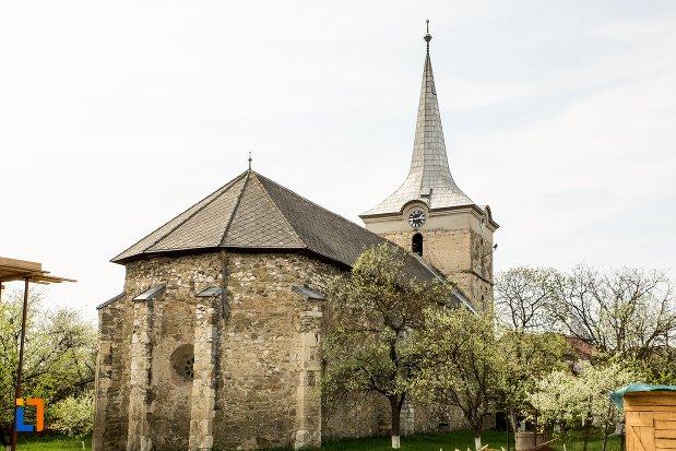 biserica-reformata-din-teius-judetul-alba-vazuta-din-spate.jpg