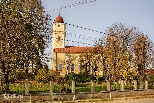 biserica-reformata-din-valea-lui-mihai-judetul-bihor-vedere-laterala.jpg