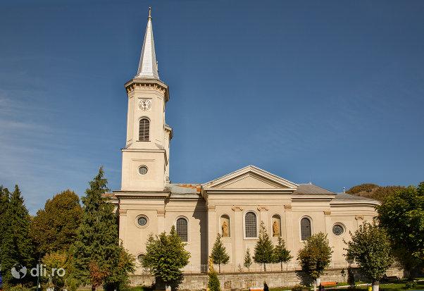 biserica-romano-catolica-din-baia-sprie-judetul-maramures-vedere-din-lateral.jpg
