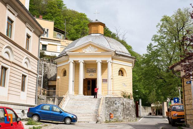 biserica-romano-catolica-din-baile-herculane-judetul-caras-severin.jpg