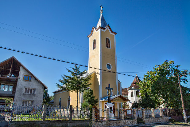 biserica-romano-catolica-din-negresti-oas-judetul-satu-mare-vedere-din-strada.jpg
