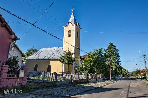biserica-romano-catolica-din-negresti-oas-judetul-satu-mare-vedere-laterala.jpg