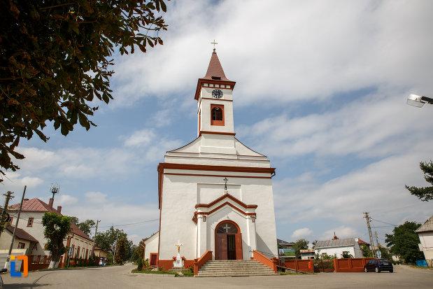 biserica-romano-catolica-din-siret-judetul-suceava.jpg