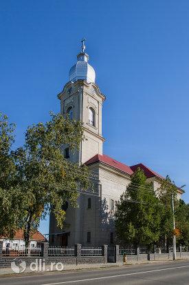 biserica-romano-catolica-livada-judetul-satu-mare.jpg