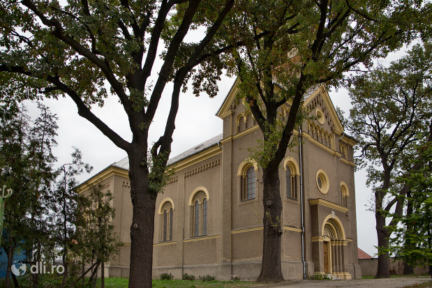 biserica-romano-catolica-sf-anton-din-oradea-judetul-bihor-vedere-din-lateral.jpg