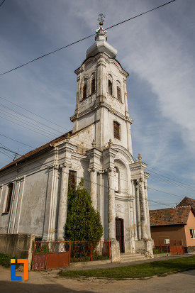biserica-romano-catolica-sf-apostoli-petru-si-pavel-a-fostei-manastiri-mechitariste-din-dumbraveni-judetul-sibiu-vazuta-din-lateral.jpg