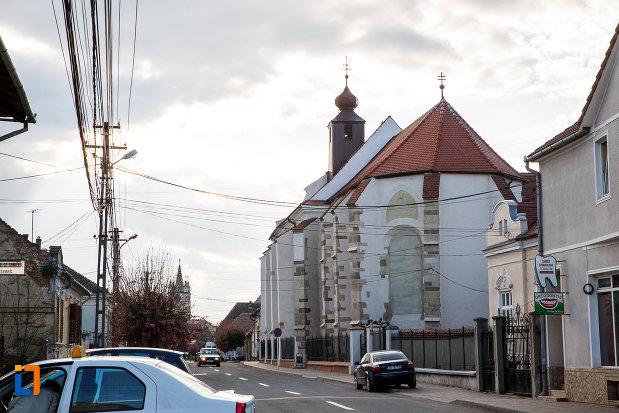 biserica-romano-catolica-sf-bartolomeu-din-sebes-judetul-alba-vazuta-din-spate.jpg