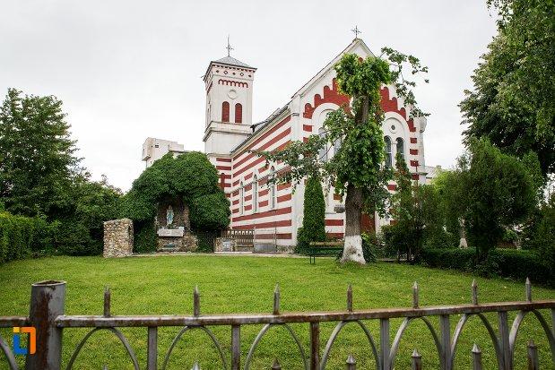 biserica-romano-catolica-sf-francisc-de-assisi-din-targoviste-judetul-dambovita.jpg