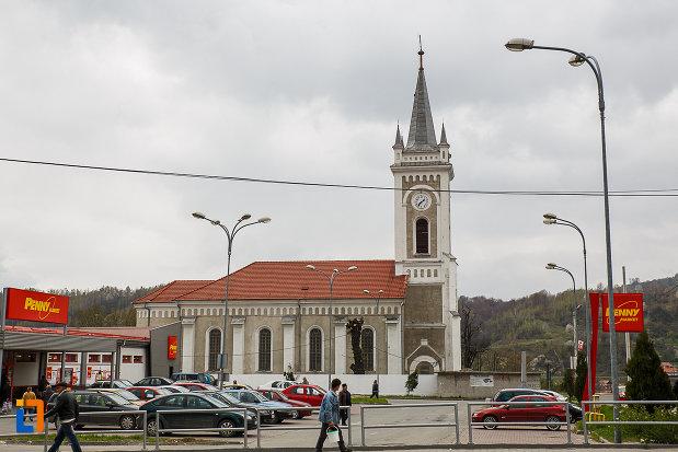 biserica-romano-catolica-sf-varvara-din-petrosani-judetul-hunedoara-vazuta-din-lateral.jpg