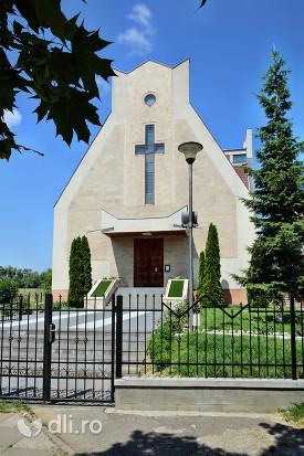 biserica-romano-catolica-sfantul-duh-din-satu-mare-intrarea-in-biserica.jpg