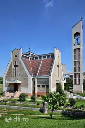 biserica-romano-catolica-sfantul-duh-din-satu-mare-vedere-din-parc.jpg