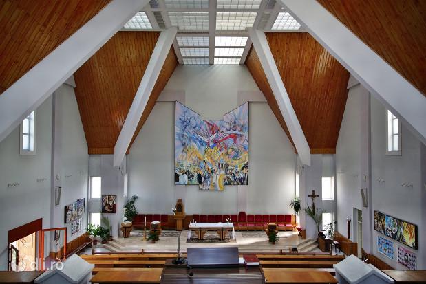 biserica-romano-catolica-sfantul-duh-din-satu-mare-vedere-in-biserica-din-partea-de-sus.jpg