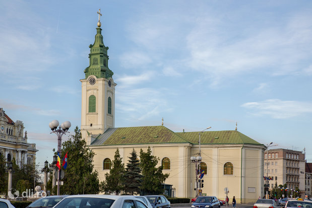 biserica-romano-catoloca-sf-ladislau-din-oradea-judetul-bihor-vazuta-din-lateral.jpg