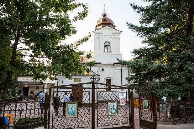 biserica-roset-din-botosani-judetul-botosani.jpg