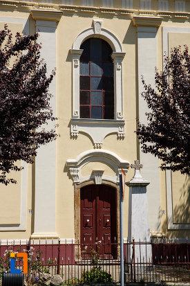 biserica-sarbeasca-adormirea-maicii-domnului-1787-din-sannicolau-mare-judetul-timis-imagine-cu-usa-principala.jpg
