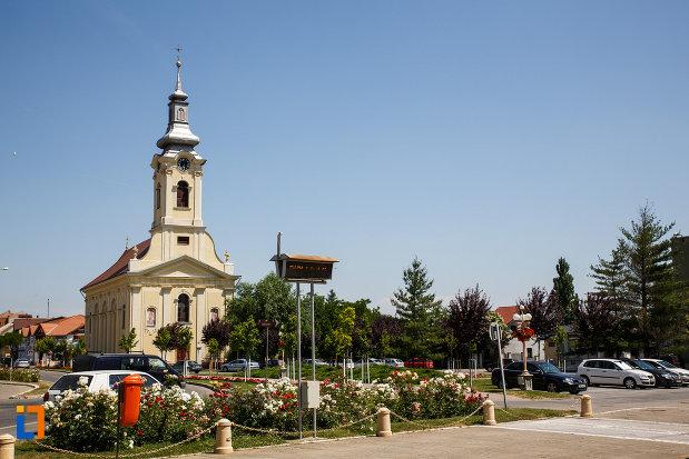 biserica-sarbeasca-adormirea-maicii-domnului-1787-din-sannicolau-mare-judetul-timis-vazuta-de-la-distanta.jpg