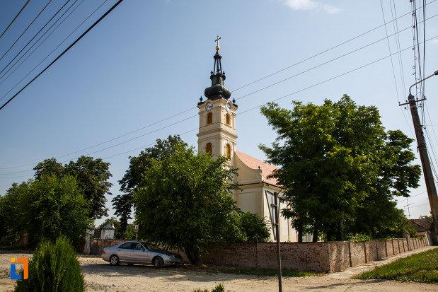 biserica-sarbeasca-maica-domnului-1768-din-ciacova-judetul-timis-vazuta-de-la-distanta.jpg