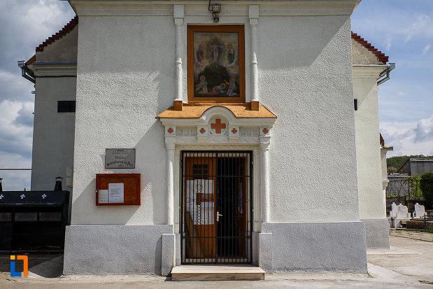biserica-schimbarea-la-fata-din-hunedoara-judetul-hunedoara-imagine-cu-usa-de-intrare.jpg