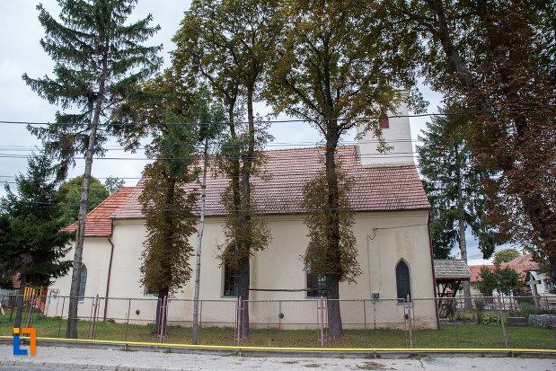 biserica-sf-anton-de-padova-din-zarnesti-judetul-brasov-vazuta-din-lateral.jpg