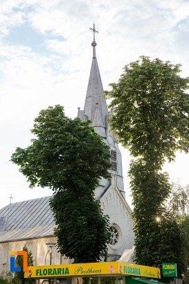 biserica-sf-anton-din-pitesti-judetul-arges-vazuta-din-lateral.jpg