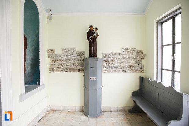 biserica-sf-anton-din-ramnicu-valcea-judetul-valcea-imagine-cu-statuie-si-mai-multe-placute-informative.jpg