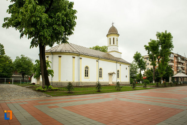 biserica-sf-apostoli-din-bailesti-judetul-dolj-vazuta-din-spate.jpg