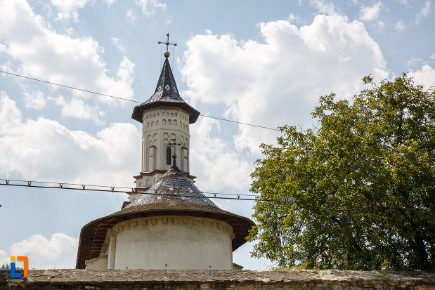 biserica-sf-apostoli-petru-si-pavel-1622-din-solca-judetul-suceava.jpg