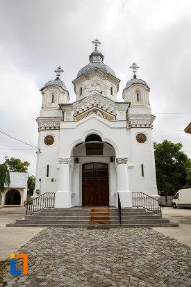biserica-sf-apostoli-petru-si-pavel-din-alexandria-judetul-teleorman.jpg