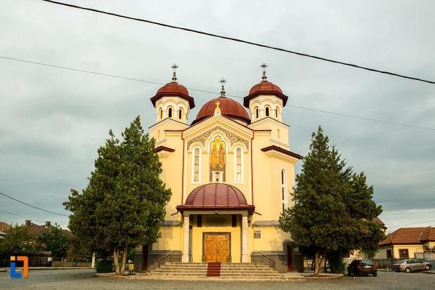 biserica-sf-apostoli-petru-si-pavel-din-targu-jiu-judetul-gorj.jpg