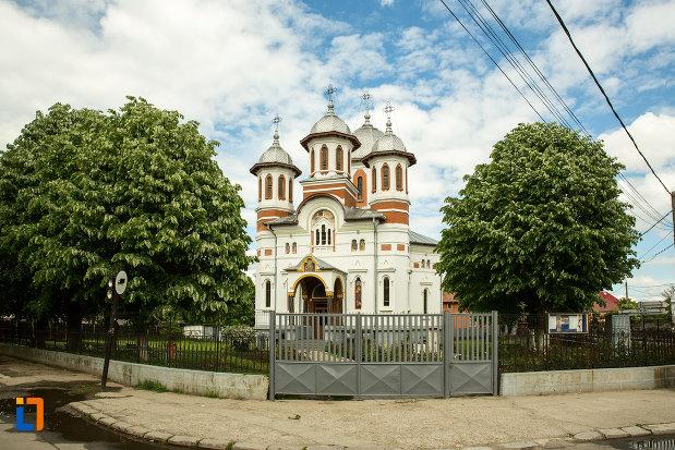 biserica-sf-apostoli-si-sf-gheorghe-din-caracal-judetul-olt-pozata-din-fata.jpg