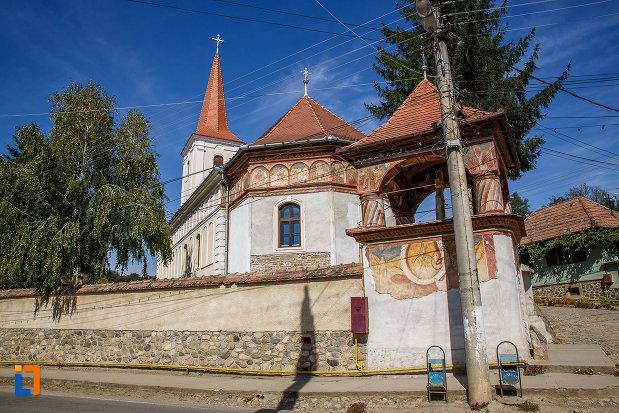 biserica-sf-arhangheli-mihail-si-gavril-1700-biserica-lui-mihai-viteazul-din-ocna-sibiului-judetul-sibiu-vazuta-din-spate.jpg