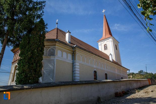 biserica-sf-arhangheli-mihail-si-gavril-1700-biserica-lui-mihai-viteazul-din-ocna-sibiului-judetul-sibiu.jpg