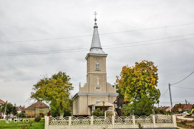 biserica-sf-arhangheli-mihail-si-gavril-din-amati-judetul-satu-mare.jpg