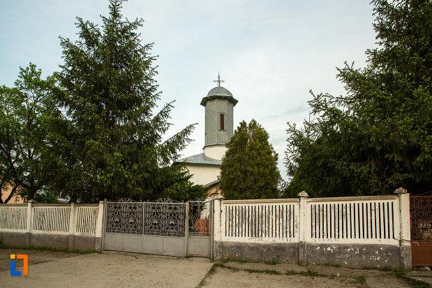 biserica-sf-arhangheli-mihail-si-gavril-din-draganesti-olt-judetul-olt.jpg
