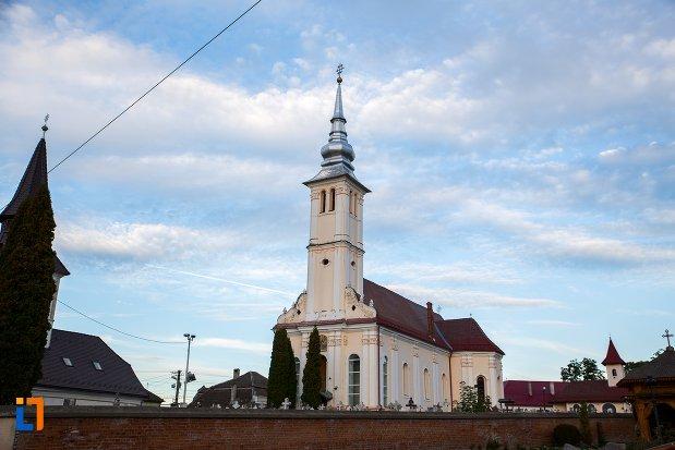 biserica-sf-arhangheli-satulung-din-sacele-judetul-brasov.jpg