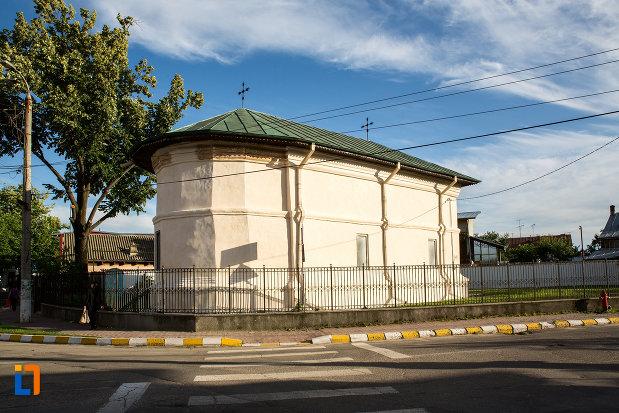 biserica-sf-atanasie-si-chiril-1768-din-targoviste-judetul-dambovita.jpg