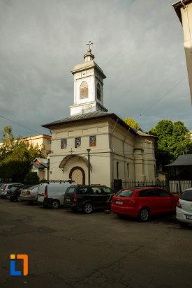 biserica-sf-dumitru-din-focsani-judetul-vrancea-fotografiata-din-lateral-fata.jpg