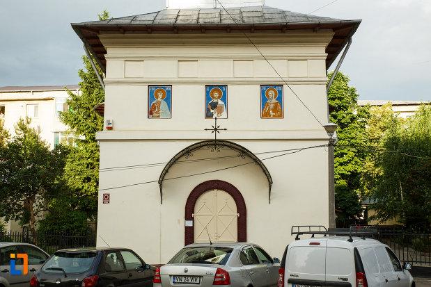biserica-sf-dumitru-din-focsani-judetul-vrancea-imagine-cu-partea-din-fata.jpg