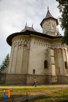 biserica-sf-gheorghe-1522-din-suceava-judetul-suceava-vazuta-din-lateral.jpg