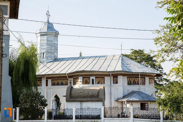 biserica-sf-gheorghe-1863-din-fierbinti-targ-judetul-ialomita-vazuta-din-lateral.jpg