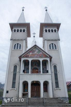 biserica-sf-gheorghe-din-poienile-izei-judetul-maramures.jpg