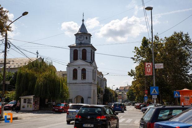 biserica-sf-gheorghe-din-tulcea-judetul-tulcea-o-imagine-din-departare.jpg