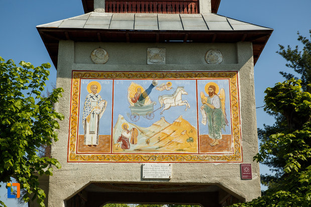 biserica-sf-ilie-biserica-noua-din-dragasani-judetul-valcea-pictura-de-pe-poarta.jpg