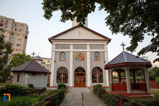 biserica-sf-imparati-constantin-si-elena-din-alexandria-judetul-teleorman.jpg